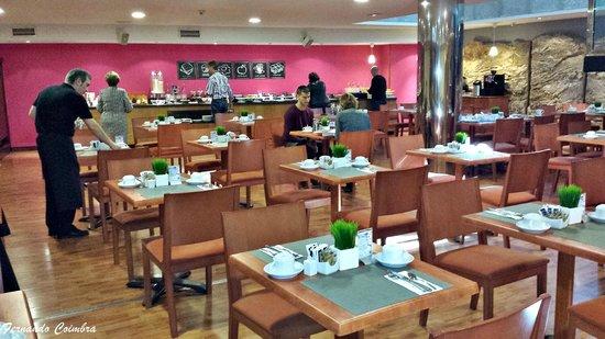 Tryp Jerez Hotel: Lugar para el desayuno