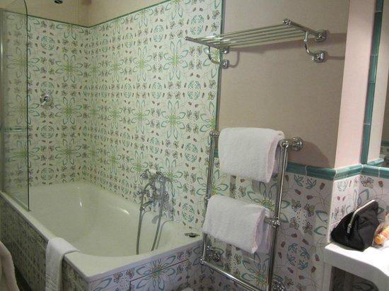 Hotel Palazzo Guadagni: Salle de bain bien équipée