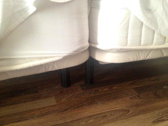 Hotel Roger de Flor Palace: chambre couple ... mais les lits sont individuels et séparés!