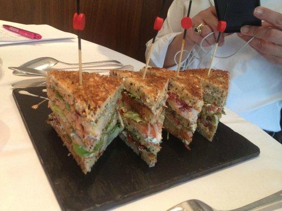 Dessirier : Club sandwich aux homards