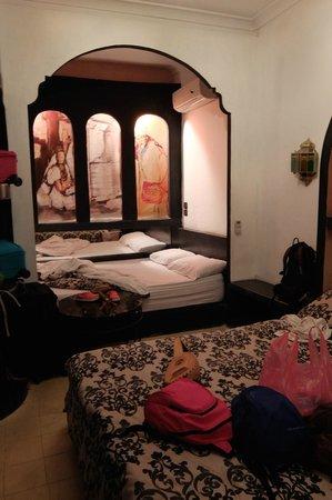 Ryad Laarouss: La chambre et ses deux lits doubles