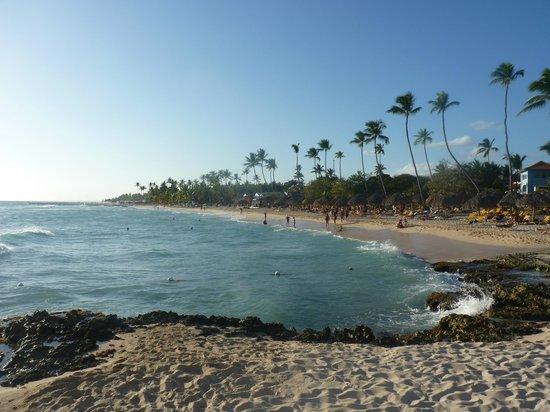 Iberostar Hacienda Dominicus: Vue du bar de la plage...