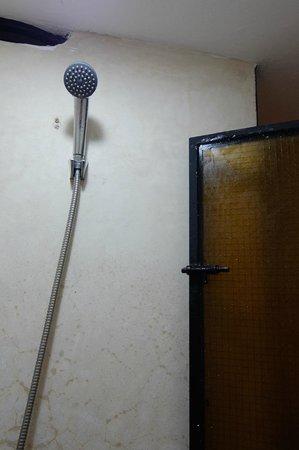 Ryad Laarouss: La porte de la chambre est du même modèle