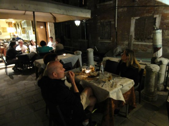 La Rivetta: La petite terrasse au bord de l'eau