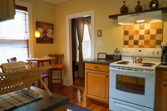 Maison en Ville : The Mahogany Suite