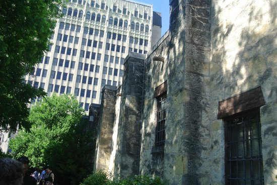 Alamo Sightseeing Tours: modern via 1800's