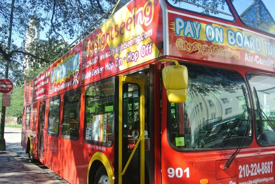 Alamo Sightseeing Tours: Tour to explore so worth it, small fee, 47.00 for the 2 of us.