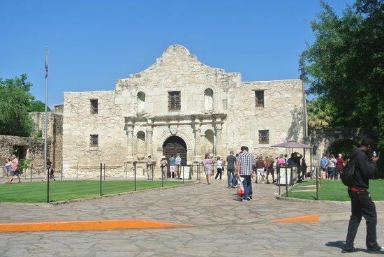 Alamo Sightseeing Tours: The Alamo