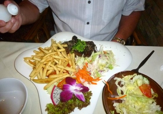 Carnivore Steak and Grill : too many chips!