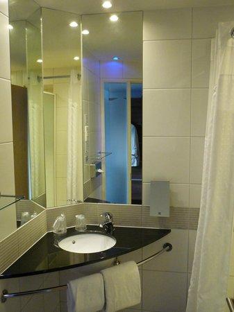 Holiday Inn Express Marseille-Saint Charles: Ванная комната
