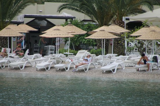 Hillside Beach Club: Пляж рано-рано утром