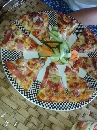 Help Beach Bar : Amazing pizza!