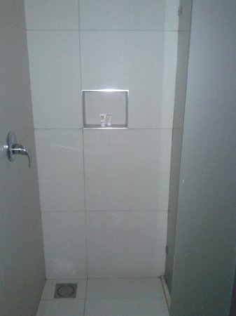 Eka Hotel Nairobi : Bathroom - small in my opinion