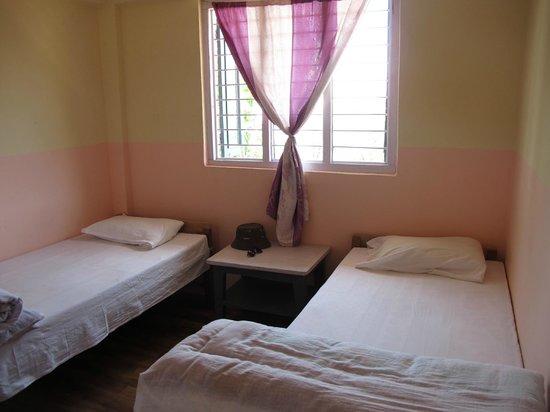 Shangri-la Guest House & Restaurant: Чистая комната