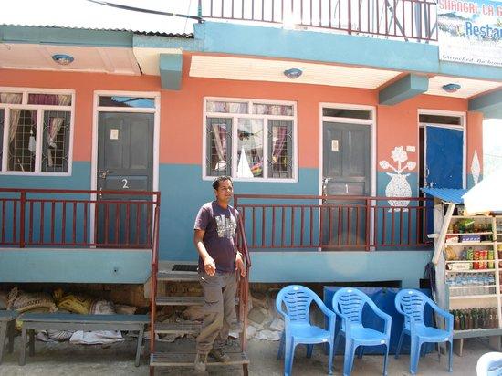 Shangri-la Guest House & Restaurant: внешний фасад
