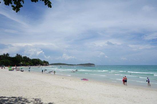 Chaweng Buri Resort : Strand mit Blick nach links