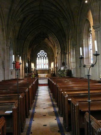 Charlecote, UK: The central aisle of this beautiful Church