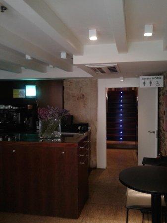 Hotel Carris Casa de la Troya: la hall con saletta colazione