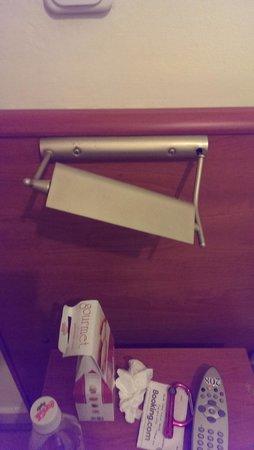 Hotel Diethnes : Broken light in the room