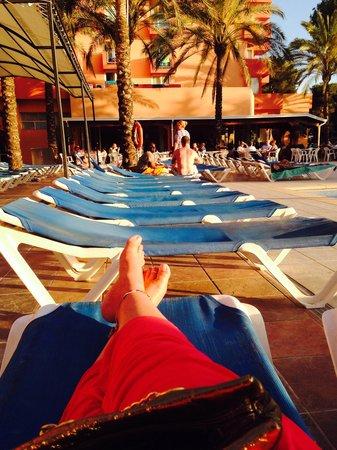 OLA Hotel Maioris : Plenty of sunbeds!