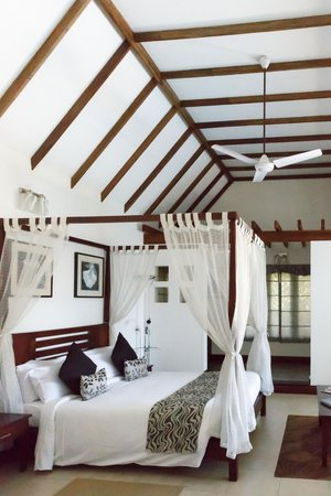 Aanavilasam Luxury Plantation House: Bedroom
