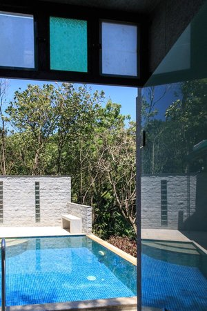Aanavilasam Luxury Plantation House: View out from Bathroom
