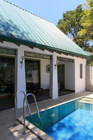 Aanavilasam Luxury Plantation House: Private pool courtyard