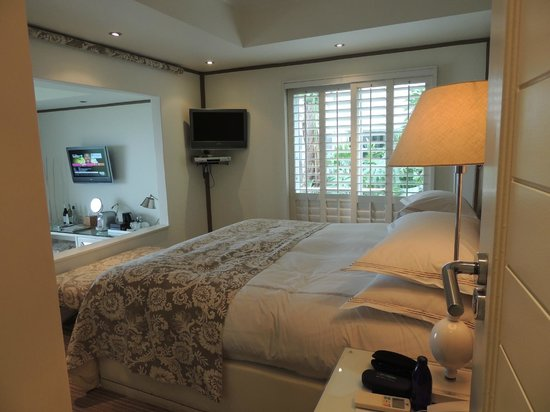 The Twelve Apostles Hotel and Spa: Room