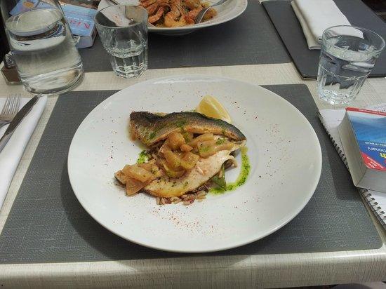 La Pacheline : Dos de loup de mer, with fennel.