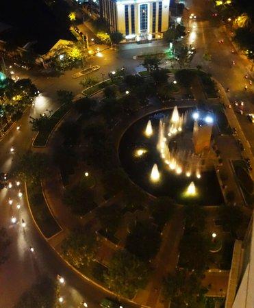 Renaissance Riverside Hotel Saigon: Street view