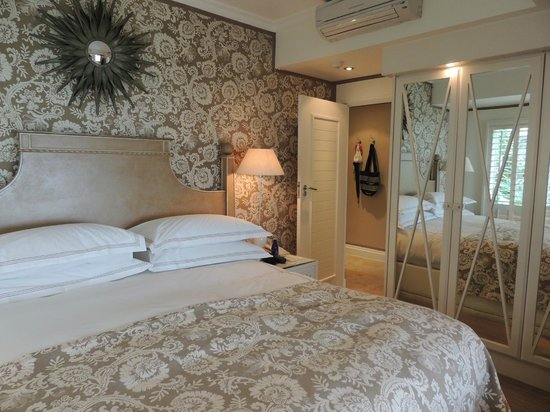 The Twelve Apostles Hotel and Spa: bedroom suite