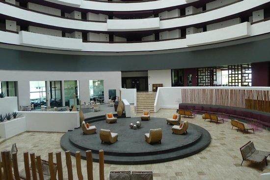 Krystal Grand Punta Cancun: Grand lobby