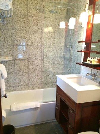 National Hotel Miami Beach: Bathroom