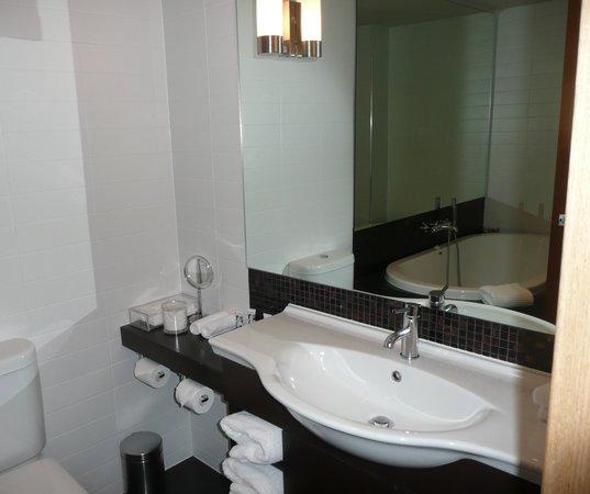 QT Museum Wellington: Executive Studio Bathroom