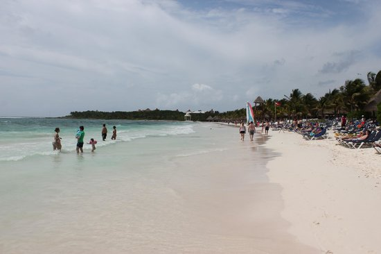 Grand Palladium Colonial Resort & Spa : Beach - looking at the White Sand part