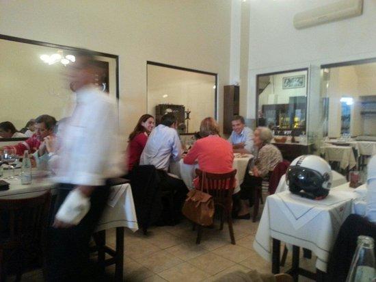 Inaki Restaurant: Busy!