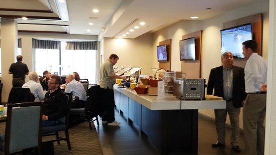 DoubleTree by Hilton Hotel Detroit - Novi: Breakfast buffet