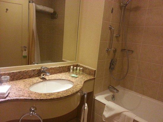 Courtyard Tbilisi: Bathroom
