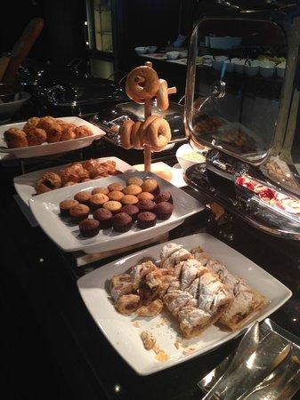 InterContinental Seoul COEX: Deliciosa pastelería en el Lounge