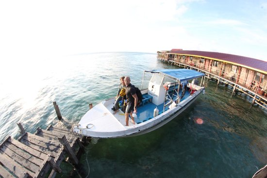 Uncle Chang's Sipadan Mabul Dive Lodge: Campell the coolest dive instructor