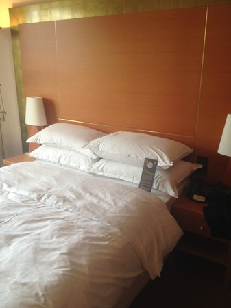 Sheraton Dusseldorf Airport Hotel: Bed