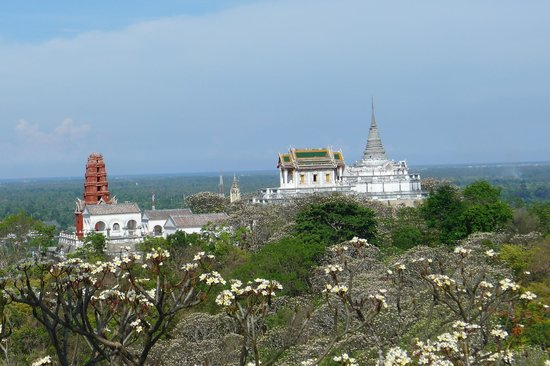 The Royal temple on the otherside of the hill - Picture of Khao Wang (Phra Na...