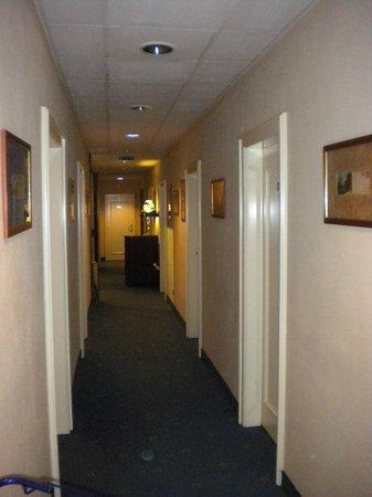 Leo Panzio Hotel: corridoio
