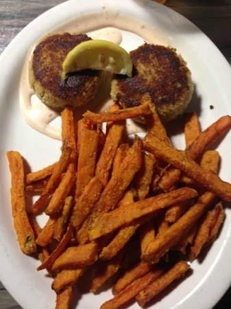 The Salty Pelican Bar & Grill: Crab Cakes