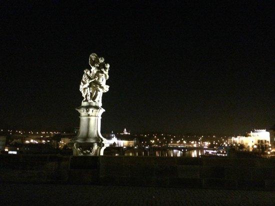 Pont Charles : вечерняя прогулка