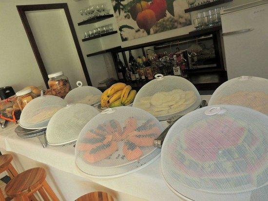 Pousada Vila Pitanga: Desaayuno.. Frutas, panes, facturas, galletitas, fiambres..