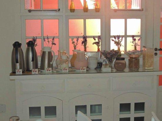 Pousada Vila Pitanga: Desayuno.. Jugos, te, cafe, leche, chocolate, cereales, etc..