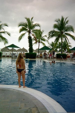 Royal Decameron Beach Resort, Golf & Casino : wife watching my son