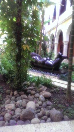 Sofitel Legend Santa Clara : Garden and Botero