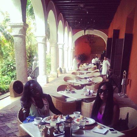 Sofitel Legend Santa Clara : Breakfast in the courtyard